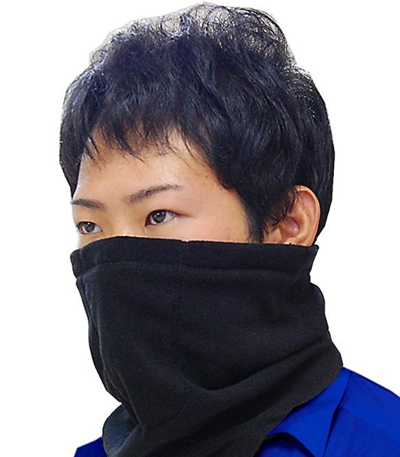 口元や鼻まで覆うネックウォーマーのイメージ