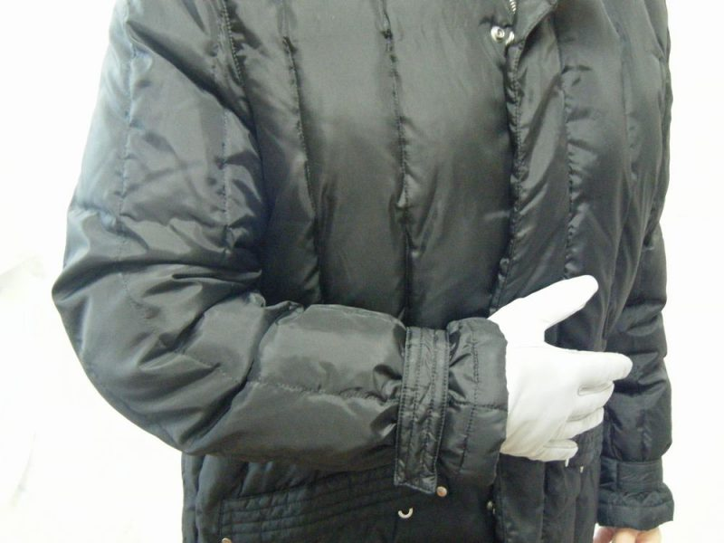 ビズネスジャケットに手袋を合わせたイメージ