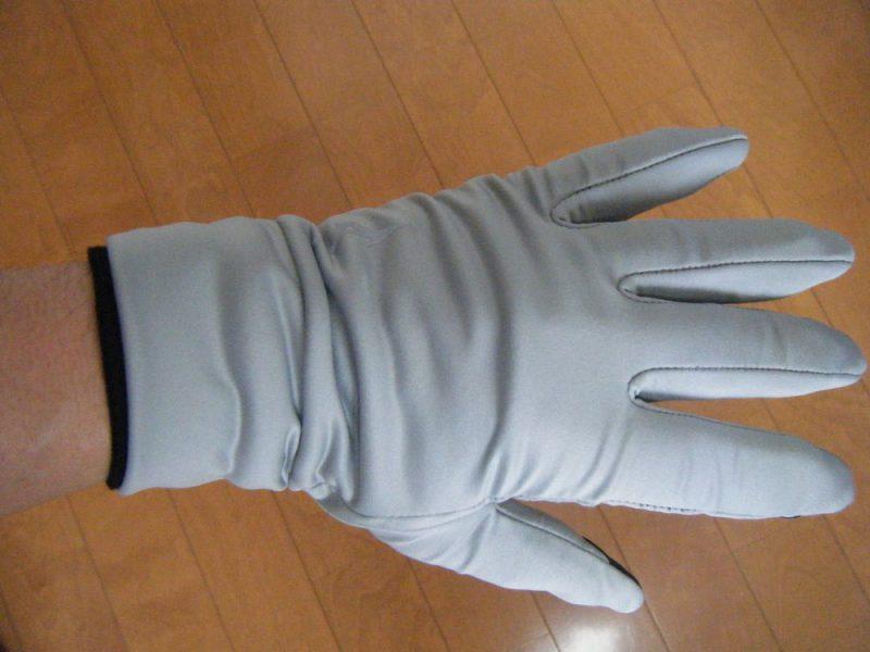 ミズノの手袋とunigearグローブをレイヤリングしたイメージ