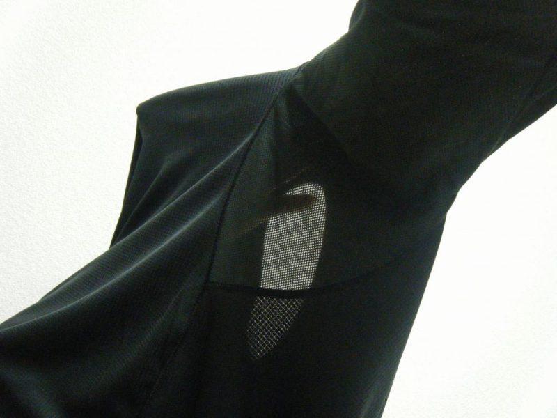 シャツの脇下がメッシュになったイメージ