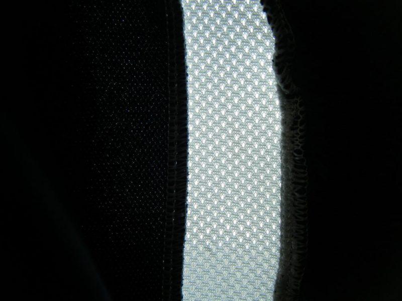 ロングパンツのメッシュを内側から見たイメージ
