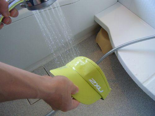 ランバイザーUQ5686Fにシャワーをあてたイメージ