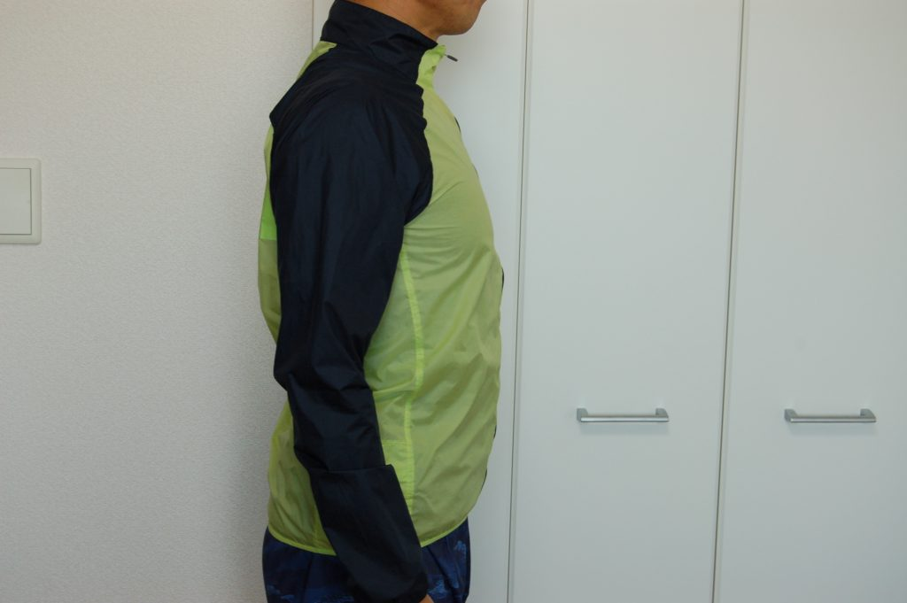 ノースフェイス インパルスレーシングジャケットを着た側面イメージ
