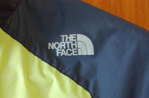 ノースフェイス インパルスレーシングジャケットの前面ロゴイメージ