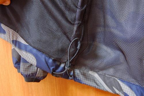 アディダス マストハブ カモ ウインドブレーカーの裾バンジーコードイメージ