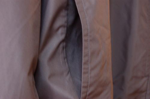 アディダス トレーニングウェア エッセンシャルズ ベーシック ウインドブレーカージャケットFKJ77のハンドポケットイメージ