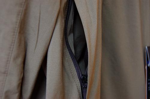 ノースフェイス エニータイムウィンドフーディのジッパーポケットイメージ