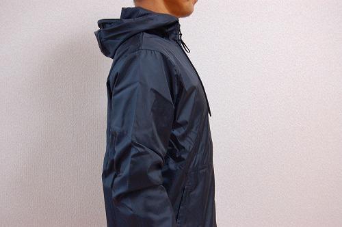 アンダーアーマー フィールド ハウス ジャケット1345405を着た側面イメージ