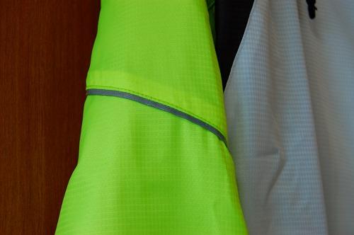 ヨネックス ウィンドウォーマーシャツの腕リフレクターイメージ