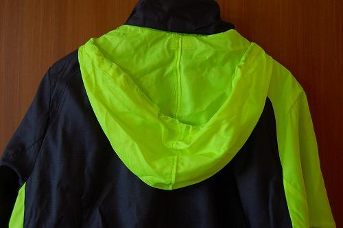 ヨネックス ウィンドウォーマーシャツのフードイメージ