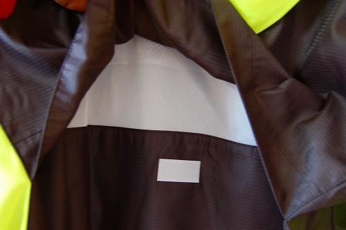 ヨネックス ウィンドウォーマーシャツの背面ベンチレーターイメージ