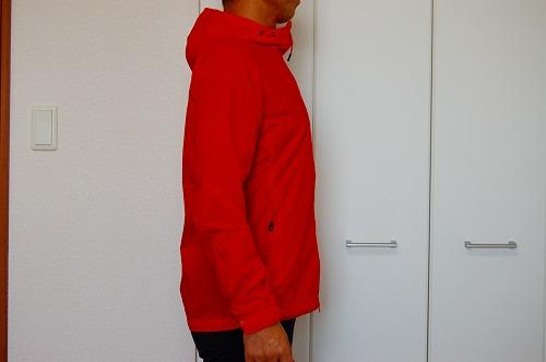 マムートウインドブレーカーグライダージャケットを着た側面イメージ