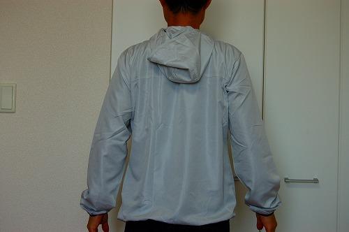 ヒュンメル パーカー M's HAORIを着た背面イメージ