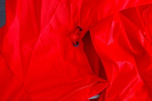 マムートウインドブレーカーグライダージャケットのフートドローコードイメージ
