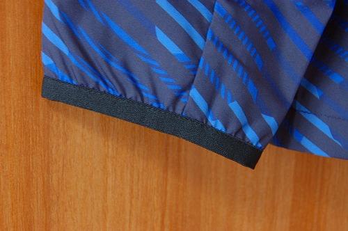 アシックス グラフィックウーブンジャケット袖口イメージ