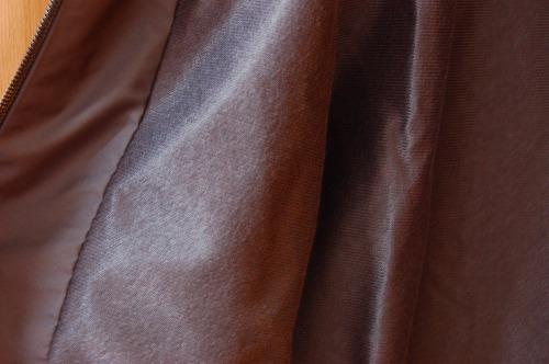 アディダス トレーニングウェア エッセンシャルズ ベーシック ウインドブレーカージャケットFKJ77の裏起毛イメージ
