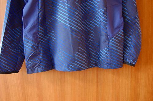アシックス グラフィックウーブンジャケットの裾イメージ