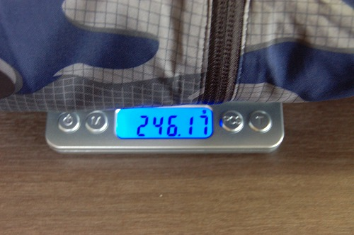 アディダス マストハブ カモ ウインドブレーカー IZO15を着た重量イメージ
