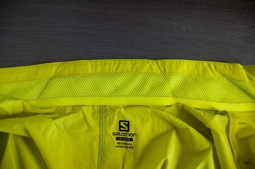 サロモン アジャイル ウインド ジャケットの襟内側イメージ