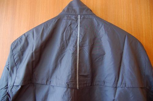 サロモン アジャイル ウインド ジャケットの背面イメージ
