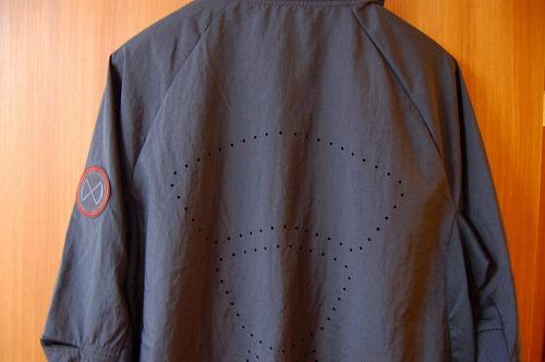 ナイキ フルジップフーディ PX ジャケットの背面パンチングイメージ
