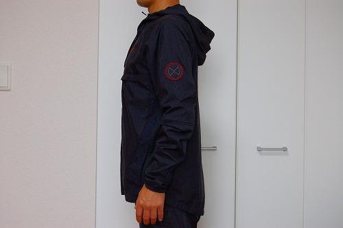 ナイキ フルジップフーディ PX ジャケットを着た側面イメージ