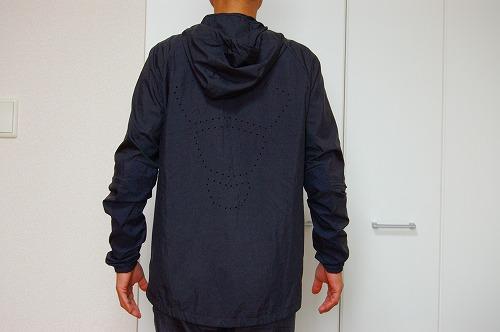 ナイキ フルジップフーディ PX ジャケットを着た背面イメージ