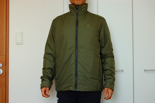 サロモン OUTRACK Insulated Jacket Men (アウトラック インサレーテッド) LC1395700を着た前面イメージ