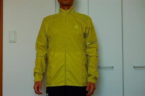 サロモン アジャイル ウインド ジャケットを着た前面イメージ
